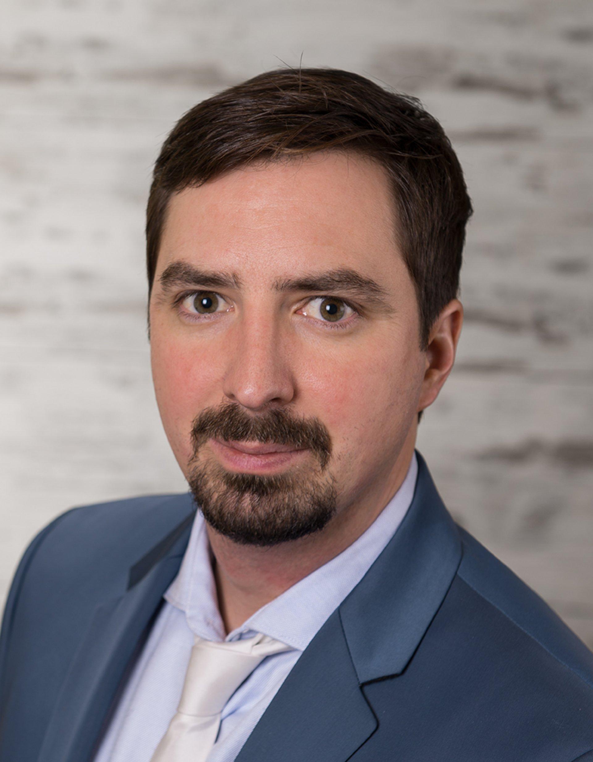Univ.-Prof. Dr. Elmar Rückert baut den neuen Lehrstuhl