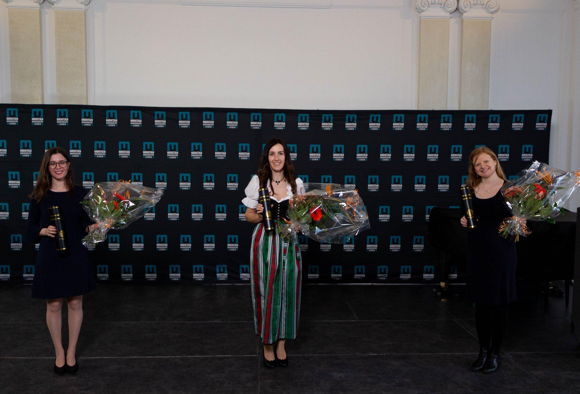 Die Preisträgerinnen von links: Malina Jop, BSc., Dipl.-Ing. Sabine Bodner, BSc. und Priv.-Doz. Dr.-Ing. Verena Maier-Kiener (Fotocredit: Montanuni Leoben)